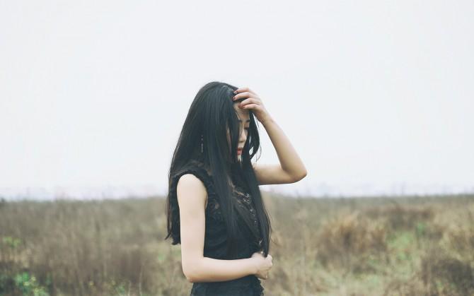 森系青春长发女生图片下载