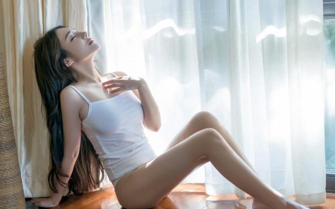 性感妩媚美女桌面壁纸