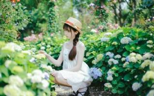 花园甜美青春女孩壁纸下载