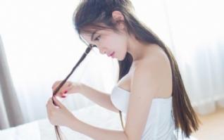 长发及腰性感美丽女生壁纸下载