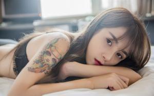 性感纹身女郎桌面壁纸免费下载