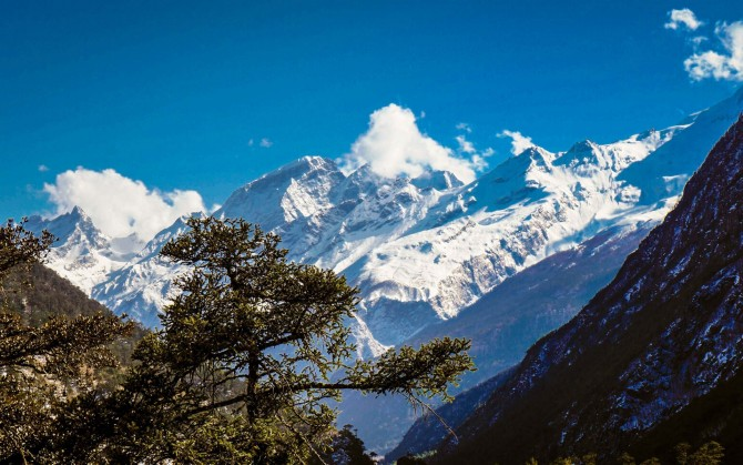 西藏吉隆沟亮丽的风景线电脑宽屏壁纸